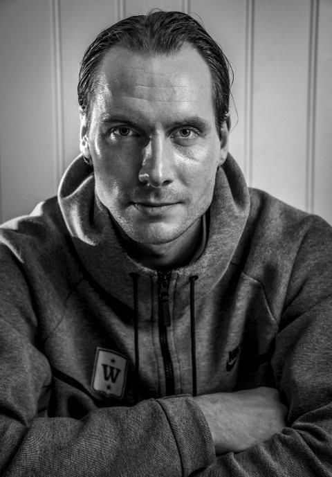Sju år i FFK: Jon Masalin har spilt rundt hundre A-kamper for FFK. Denne helgen møter laget én av hans gamle klubber, nemlig Notodden i kvalifiseringskamp. – Når vi spiller retur-kampen kommer nok hele familien til kona, det er hyggelig, sier keeperen som er gift med Åse-Marie som altså er fra det Masalin kaller den mørkeste skogen som finnes – Notodden.