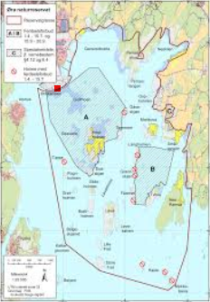 Når man kommer fram til selve fuglekikkertårnet (markert med rød firkant), er det god utsikt over hele naturreservatet på 16.6 kvadratkilometer, herav 13.7 kvadratkilometer sjøareal.