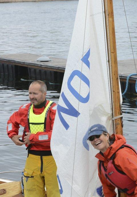 Vant: Trond Sejersted Bødtker og Anne Britt Berentsen smilte bredt etter at seieren i årets Skåtøy rundt var sikret. Klikk på pilene eller sveip for å se flere bilder.