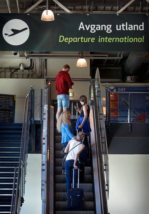 GJØR DET SELV: Flypassasjere vil helst ordre innsjekkingen selv når de skal ut og fly.