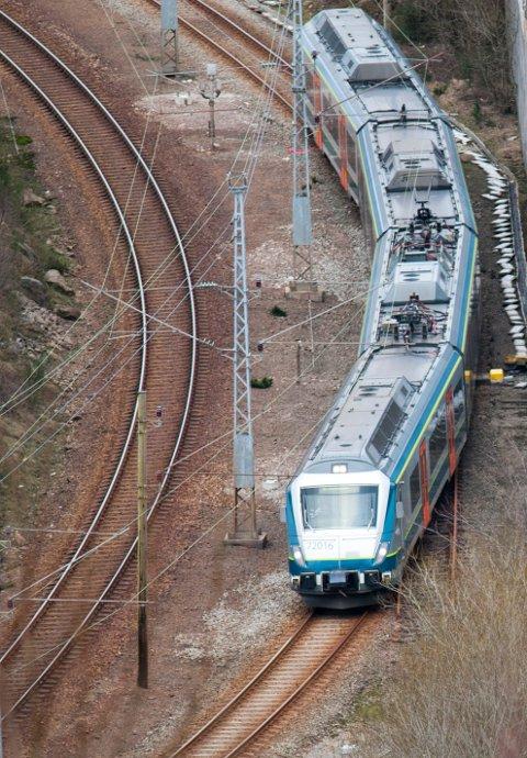 Planleggingen av dobbeltspor sørover fra Sandnes må fortsette, fastslår rogalandsbenken på Stortinget.