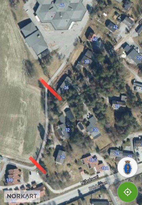 Gangveien mellom de to røde markeringene vil bli stengt fra mot sommeren.