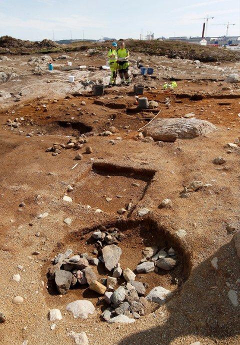 MANGE: Arkeologene tenkte at de kanskje ville finne fem kokegroper, da de fant den første. Så har de funnet rundt 25 av sorten, og det betegner de som veldig overraskende.