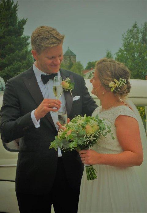 Maren Hvattum og Andreas Bjørseth giftet seg i Mariakirken på Granavollen lørdag. Torsdag dro de på bryllupsreise til Barcelona. Byen ble rammet av terrorangrep samme dag som de kom til byen. Bildet er gjengitt med brudeparets tillatelse.