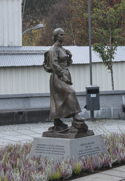 avduking skulptur av Astrid Langjord