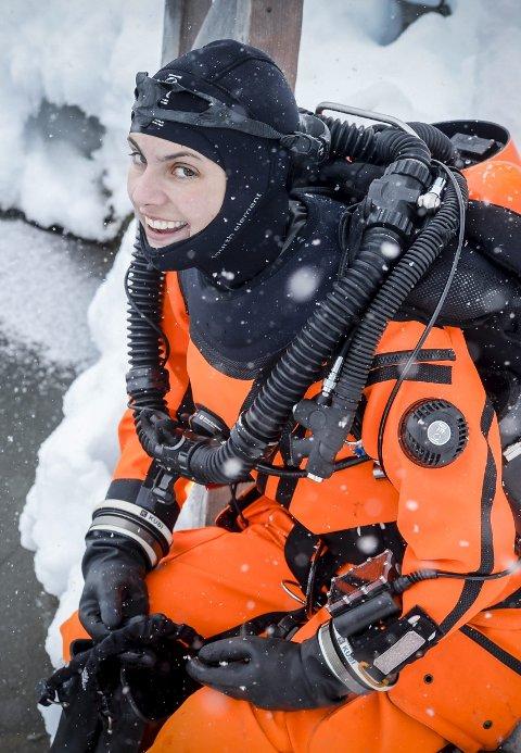 2 Emma Smith gjør seg klar for det siste dykket i Plura for denne gang.