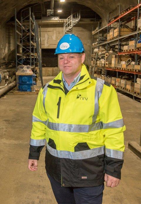 BRANNVESENET TRENGER VANNET: Thomes Trømborg, daglig leder i NRV, forteller at de kan få problemer med å levere nok vann til brannvesenet.