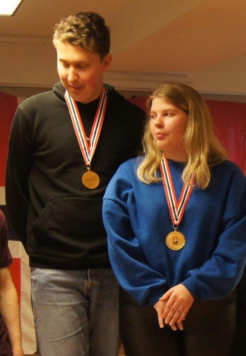SMILTE BREDERE: Marius Dalemark Austad og Ida Marie Øberg var adskillig blidere enn det fotografen klarte å fange opp da de sto på toppen av seierspallen med NM-gull rundt halsen.