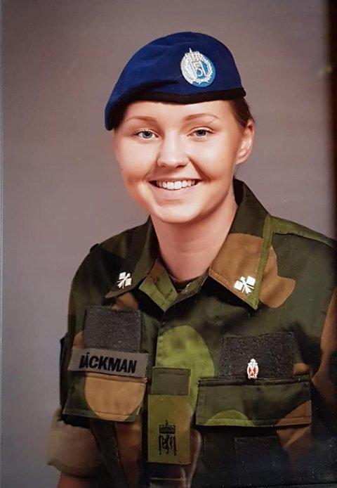 UNIFORMERT: Etter endt verneplikt visste Tina Emilsen Bäckman at hun ville utdanne seg innenfor forsvaret.