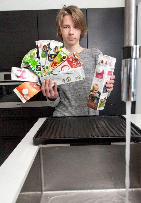 Fra og med januar kan du velge om du vil stappe kartongkubber eller levere enkeltkartonger til Returkartonglotteriet.