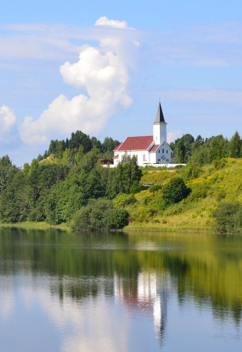 FORMIDDAGSKONSERT: Randsfjord kirke.