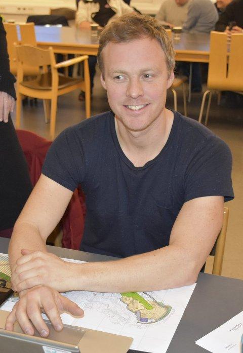Ap sprakk: Erik Martinsen saman med Grete Aasheim braut med gruppa og stemte imot.