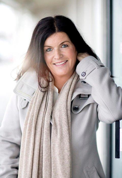 LANSERING: Agnes Matre lanserer sin nye kriminalroman «Iskald» på Cafe René.