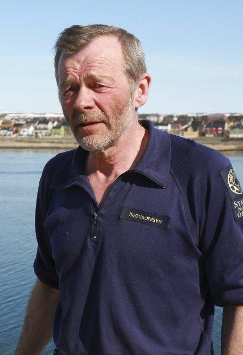 BER OM VARSOMHET: Alfred Ørjebu i Statens naturoppsyn vil anmelde vannskuterkjørerne neste gang han opplever for rask kjøring nærme land.