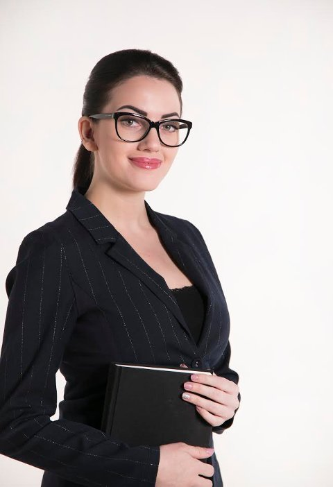 Kassandra Petsa jobber selv i skoleverket som lektor. I tillegg er hun på valg til høsten som tredjekandidat for Nordland FrP til fylkestinget.