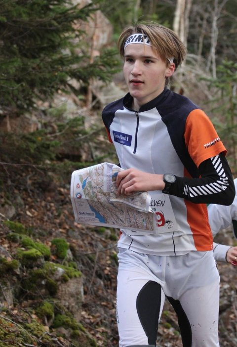 """Her løper Martin Nøkleby Melling det 17 km lange o-løpet """"Kneskjælven"""" for tredje gang."""