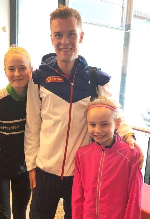 Stjernespekket: Malin Søtorp Solberg (foran til høyre) fikk møte Filip Ingebrigtsen sammen med klubbvenninne Vilde Fredriksen. foto: Privat