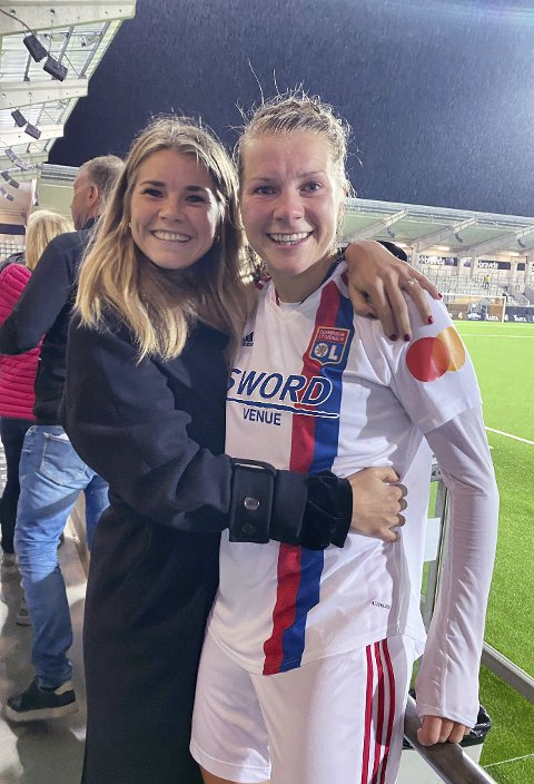 Søstre: Storesøster Andrine var på plass da Ada Stolsmo Hegerberg gjorde comeback tirsdag. Foto: Gerd Stolsmo