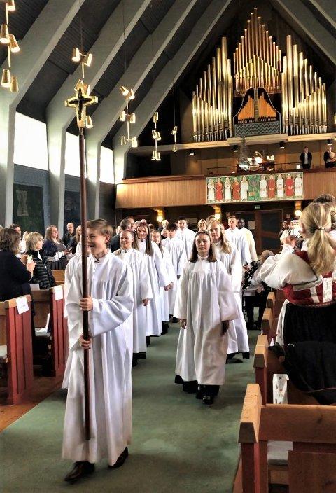 MÅ VENTE: Årets kirkelige konfirmanter må vente til høsten før de blir konfirmerte. Her fra en av konfirmasjonsgudstjenestene i Namsos kirke i fjor høst.