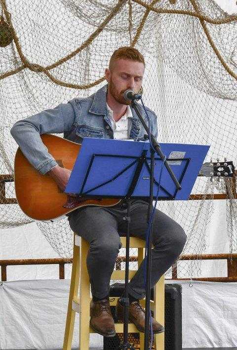 Vakkert: Rune Landa song og spelte vakkert.