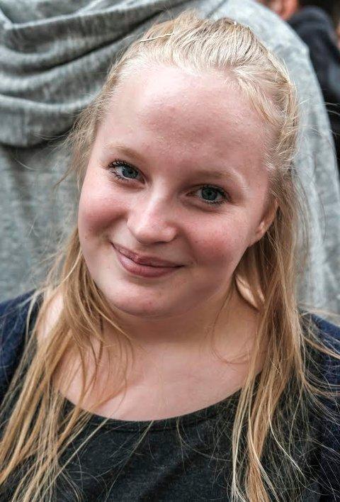 Ingrid Olsen er 18 år og førstegangsvelger. Hun har tenkt å bruke stemmeretten sin, men synes det ble vanskeligere å bestemme seg etter å ha hørt på skoledebatten.