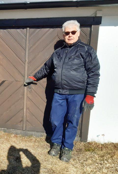 Trygt: - Vi har gode rutiner, det viste seg da vi skulle gravlegge vedkommende som døde av korona, sier kirkegårdsarbeider Arve Bakke.