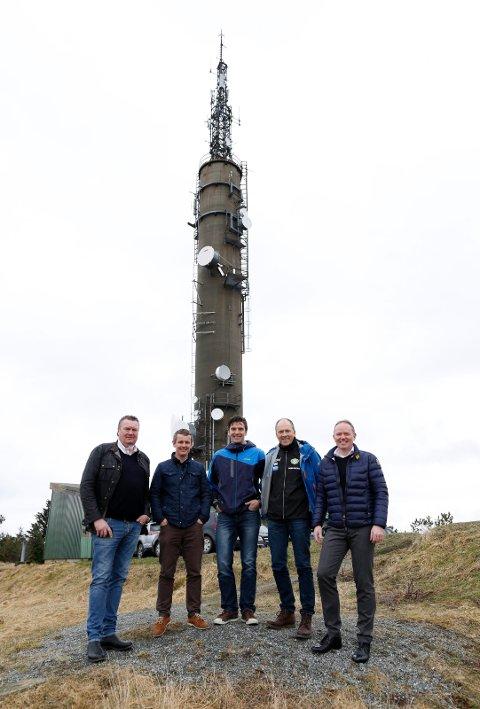 GLEDER SEG: Fra venstre Øystein Grønhaug (Kvernatunet, Grønhaug Eiendom), Kjell Åge Kallevik (FKH),  Jan Erik Søvig (Håfagrerittet), Trygve Voll (HIL) og Frank Vikingstad (Administrerende direktør Sysco).