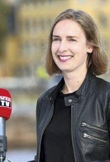 God nyhet: Statsråd Iselin Nybø vil gi ytterligere hjelp til bedrifter som er rammet av pandemien. Foto: NFD