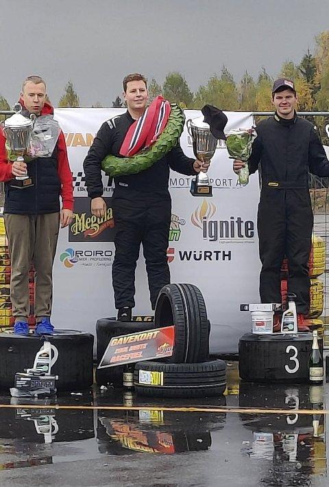 Albertsen Lian (t.h.) på pallen etter at han tok 3. plassen sammenlagt i drifting, klasse semipro, under finalen på Gardermoen Raceway.