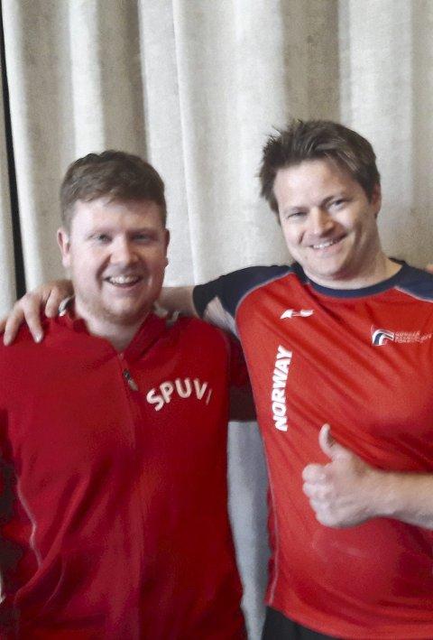 GLAD: Ole-Henrik Sandbo (t.v.) sammen med junior-landslagssjef Lars E. Samnøy.