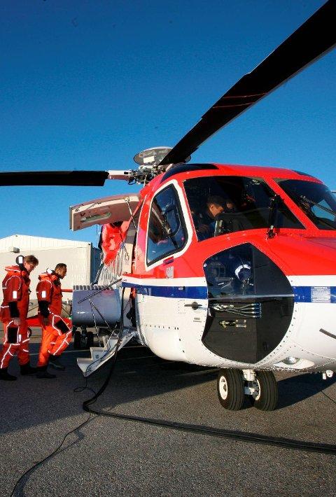 HELIKOPTER: Eitt av dei to helikoptera som er stasjonert i Florø flyr inn til vidare frå Bergen på grunn av koronakrisa.