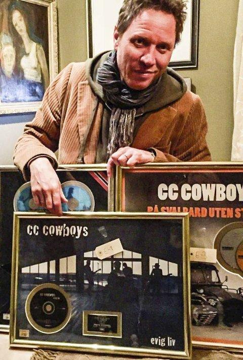 GLAD: Magnus Grønneberg i CC Cowboys var glad da Halden-politiet kom med platene. Foto: Privat