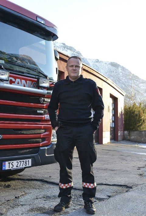 Brannsjef Sigbjørn Kleppe åtvarar mot kraftig vind og bruk av fyrverkeri. Arkivfoto: Synnøve Nyheim