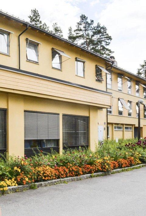Hemnes sykehjem sliter med å rekruttere sykepleiere. Foto: Anne Enger Mjåland
