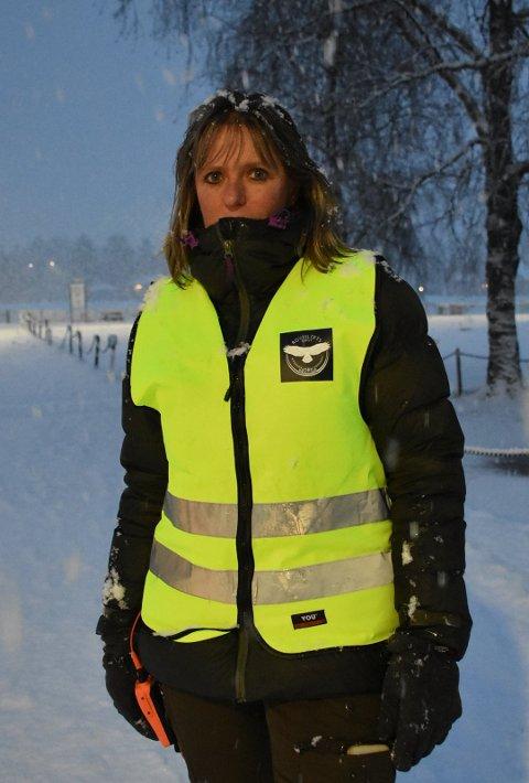 Leder i Rovviltets Røst, Anne Margrethe Vadder. Her fotografert da de markerte sitt syn på den første dagen av ulvejakta i Aurskog i januar.
