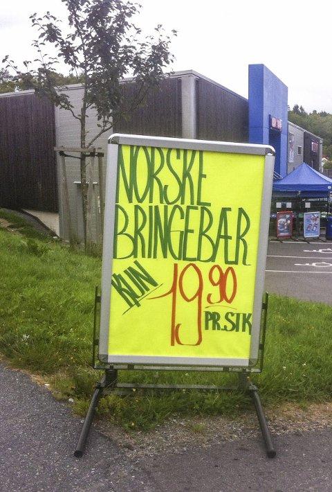 Dyrt?: De fleste vil vel mene at bringebær til 19,90 per stk. er i overkant dyrt. Foto: Per Winterstad
