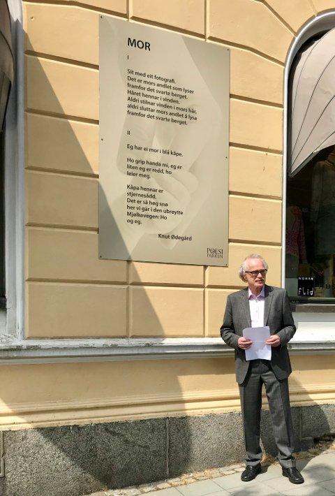 Wildenveypris: Poeten Knut Ødegaard fikk tildelt Herman Wildeveys poesipris, og fikk en installasjon av et av sine dikt avduket.