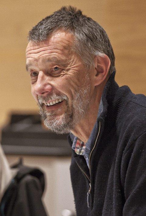 SMILTE: Martin Berthelsen (SV) fikk fullt gjennomslag for det første forslaget han fremmet i Asker formannskap..