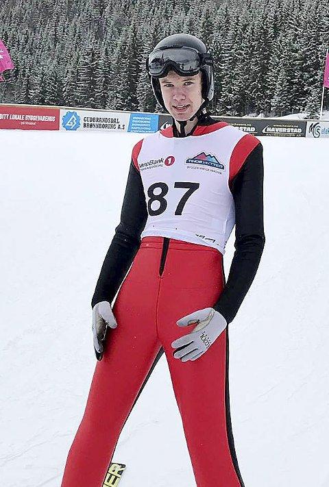 Meget god hopping: I klasse Gutter 16 år Hoppet Ola Hannevold Johannessen fra Botne Skiklubb meget godt. Ola hoppet 70,5 og 71,5 meter, og snuste med det på pallen. Foto: Privat