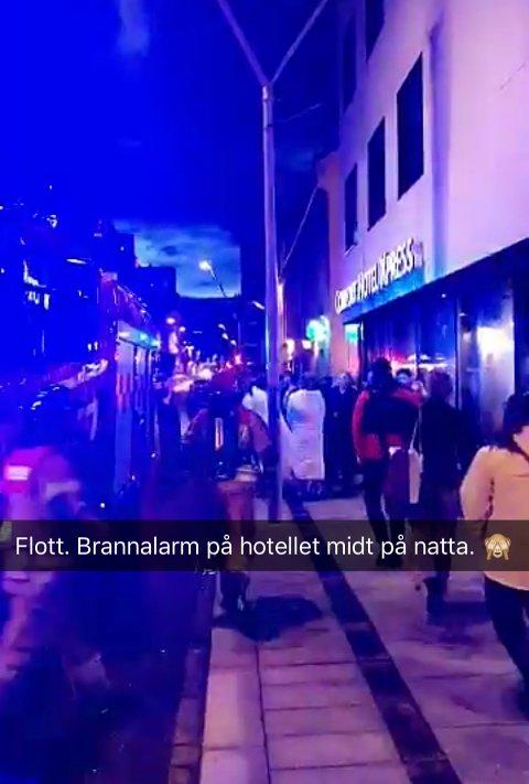 EVAKUERT: Gjestene ble evakuerte av brannalarmen i natt.