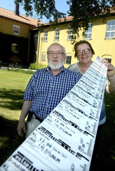 KLARE: Ekteparet Jo Egil Skjerven og Ellen Lervik Skjerven er virkelig to festspillvenner. I år skal de på ti konserter, og gleder seg skikkelig til alle!