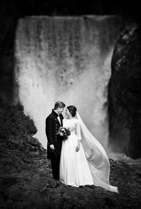ANDREA OG TORFINN: Nok et vakkert brudebilde, signert Kirsti Hovde.