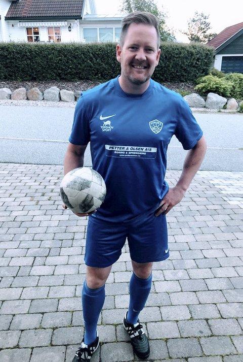 OLDBOYS: Lasse Orring i drakta til Hvaler Oldboys. Fotballtreninger kombineres med trening i studio. FOTO: PRIVAT