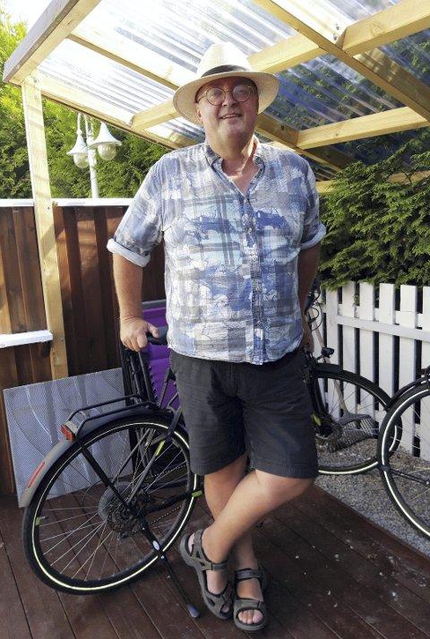 LIKER Å SYKLE: Tormod Gangfløt tar seg en sykkeltur så ofte han kan, helst sammen med kona Guri. FOTO: GLØV