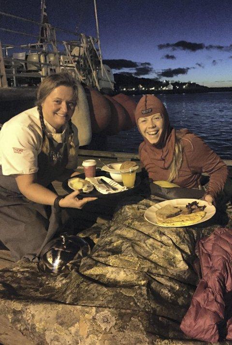 Norges beste:  Christin Oldebråten fikk servert  Norges beste frokost ute på kaikanten i Svolvær av Ragnhild Gjertsen Paulsen.