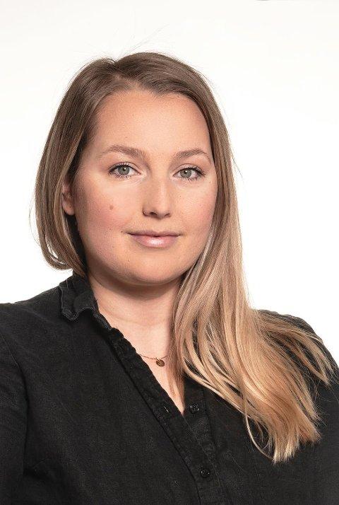 POSITIVT OVERRASKET: Sandra Renman Kjärstad (30) ble overrasket over at jobb som front-end utvikler ble utlyst i Lofoten. Hun er nylig ansatt som akkurat det i det Ballstad-baserte selskapet Iotek.