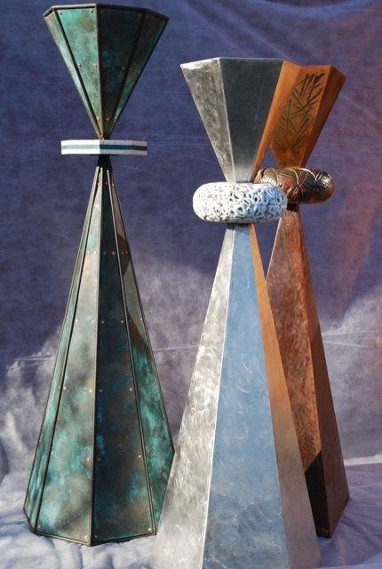 UtstillingsSynergi i stringens eller mangfold i materialer