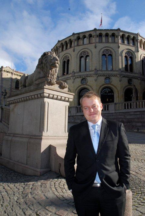 KREVER SVAR: Erlend Wiborg og Frp var imot bomstasjonene i Østfold og vil ikke ha dem der en eneste dag lenger enn nødvendig.