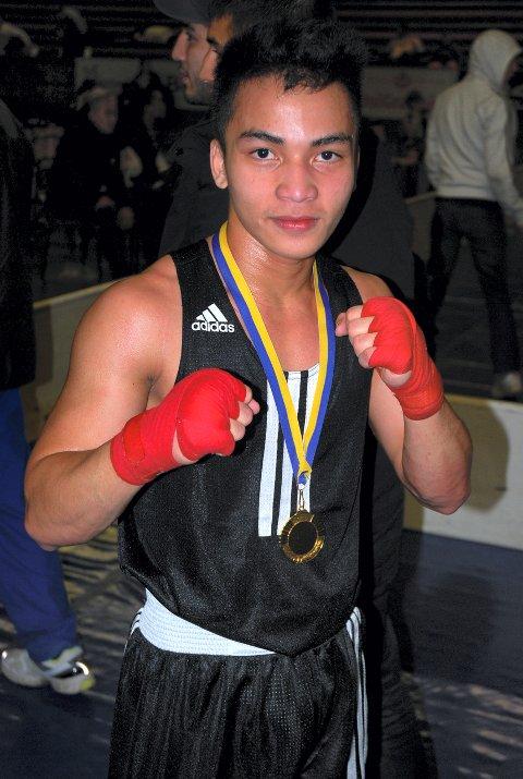 VANT: Bernard Angelo Torres fra Gran Bokseklubb tok gull og championship-beltet i Belts Montana i Paris. Foto: Privat