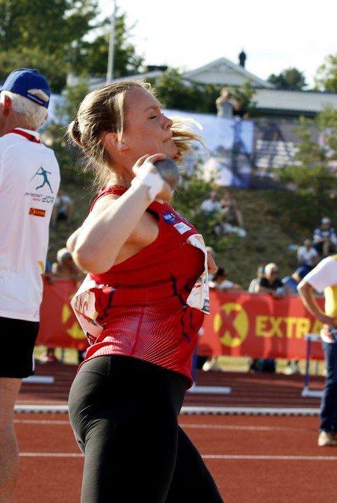 OVER 13 METER: Camilla Rønning støtte over 13 meter og tok 2. plass i NM.